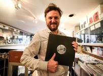 solomun-announces-new-tour-takes-us-record-shopping-1422362528227
